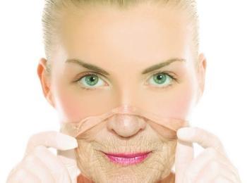 Некоторые боятся негативных последствий от применения ботокса, но если выбрать опытного косметолога - проблем не возникнет