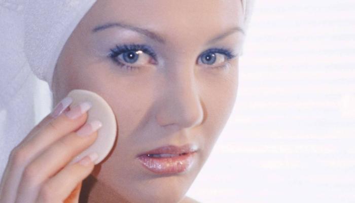 После нанесения Зинерита нет жирных следов и можно пользоваться декоративной косметикой