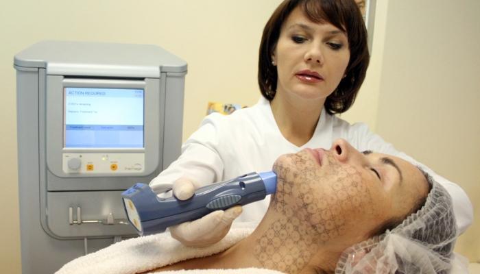 Длительность процедуры зависит от объема обрабатываемых кожных покровов - от 20 до 120 минут