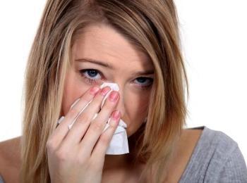 Некорректное введение наполнителя под глазами может пробудить герпетическую и другие вирусные инфекции