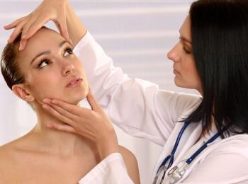 Перед процедурой требуется консультация косметолога