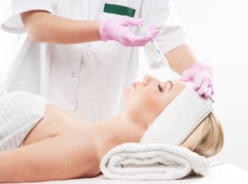 В косметологии используется ботулотоксин одного типа - А, который эффективно разглаживает морщины