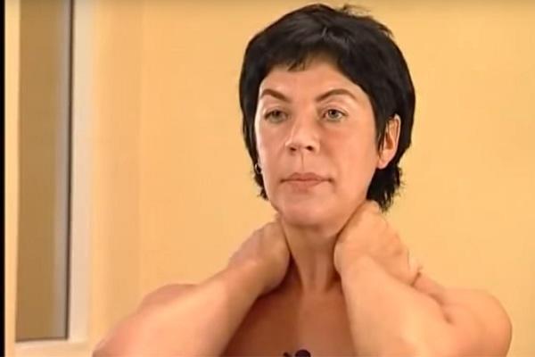 Начало массажа декольте